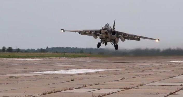 Deux avions d'attaque au sol Su-25SM lors d'un exercice au Kirghizstan