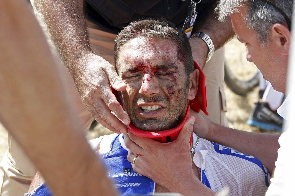 William Bonnet, coureur cycliste français, blessé lors de la chute collective