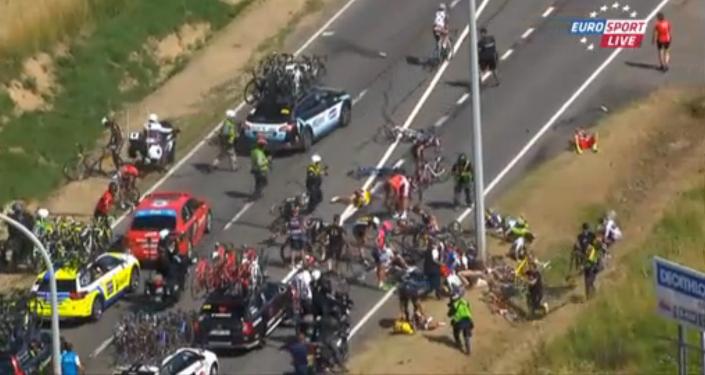 Tour de France: une chute spectaculaire