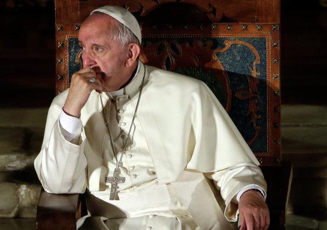 Le pape veut écouter Donald Trump avant de le juger