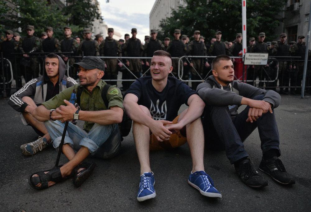 Ukraine: le Pravy Sektor à Moukatchevo et à Kiev
