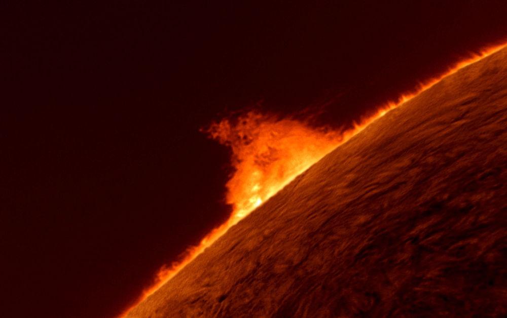 Des nœuds de plasma s'échappant de la photosphère du Soleil