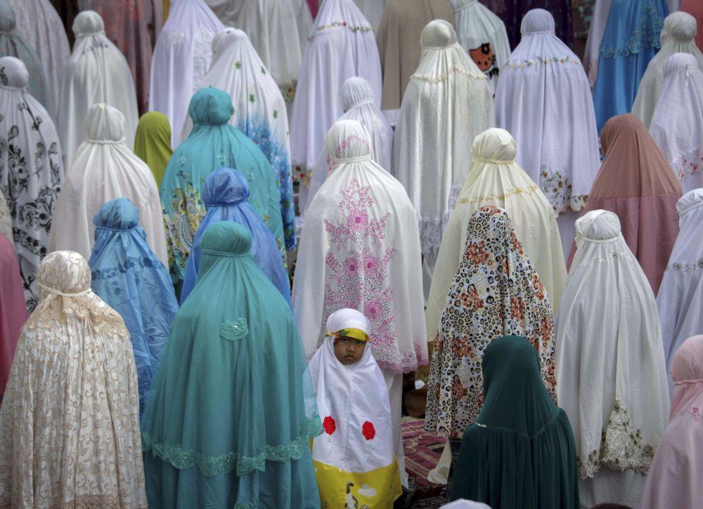 Les musulmans célèbrent l'Aïd el-Fitr