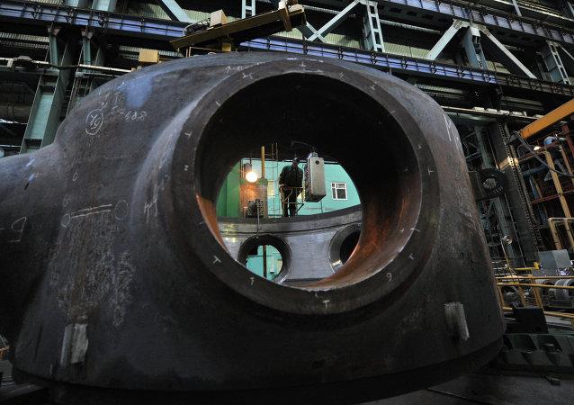 Assemblage d'un réacteur nucléaire dans une usine russe
