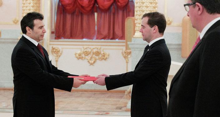 Dmitri Medvedev et l'ambassadeur tunisien en Russie Ali Goutali. Archive photo