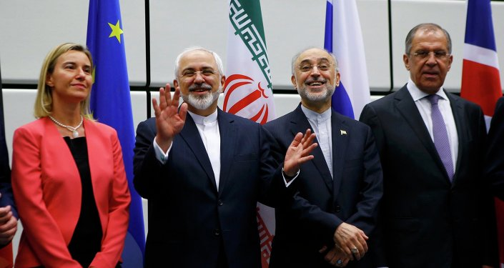 Photo de famille au terme de la conclusion de l'accord sur le nucléaire iranien à Vienne