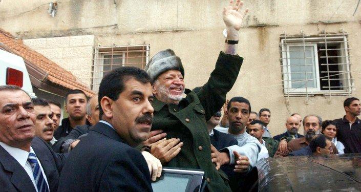 Yasser Arafat quitte la Palestine pour suivre un traitement médical en France. Le 11 novembre 2004