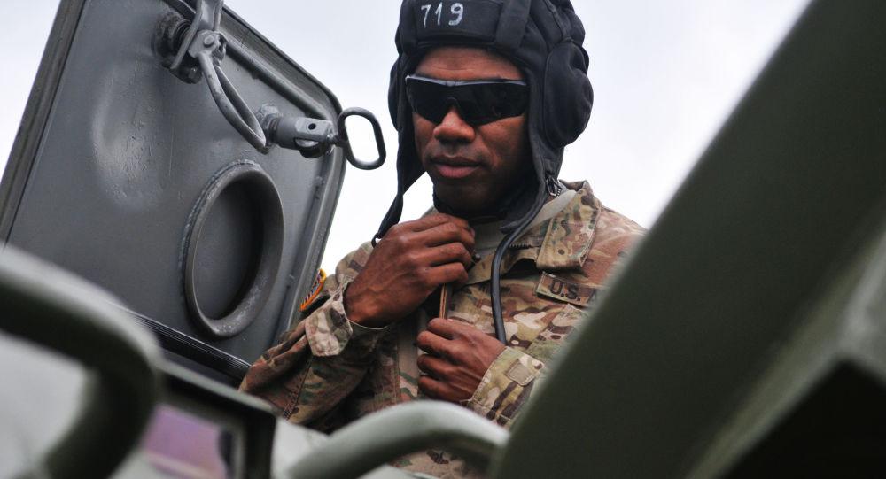 Militaire US participant aux exercices Saber Guardian/Rapid Trident 2015