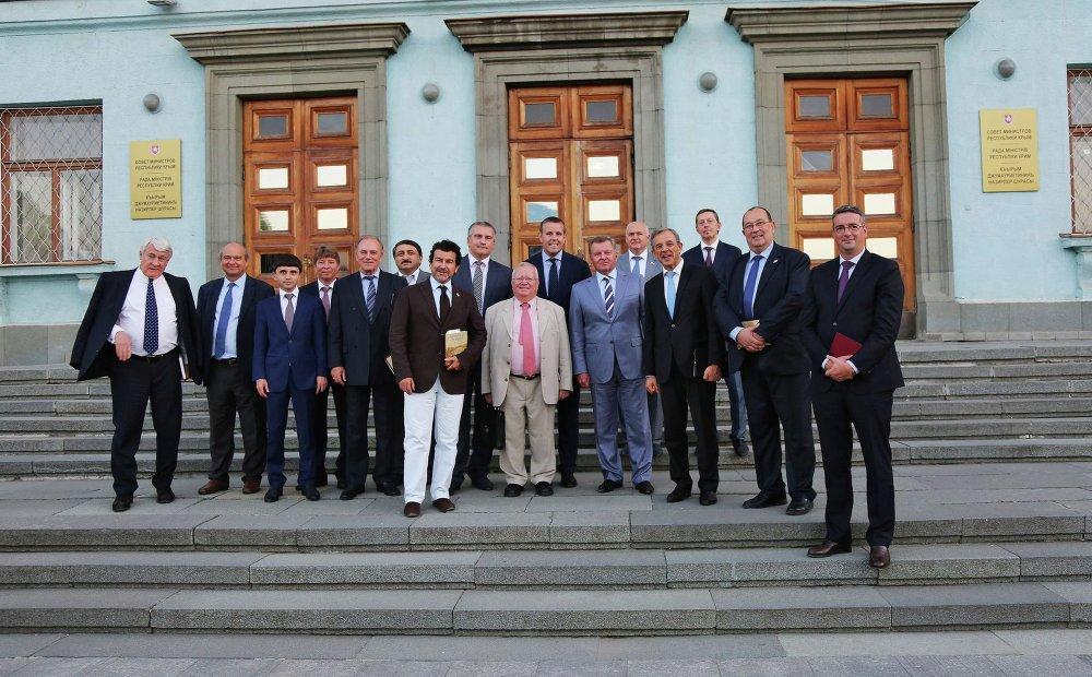 Les membres du gouvernement de la république de Crimée et les membres de la délégation parlementaire française