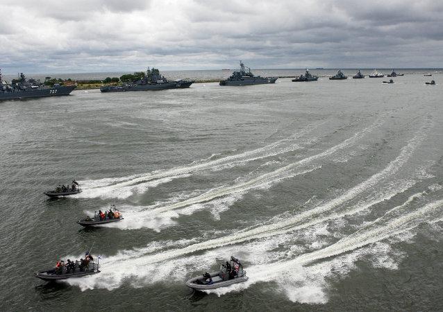 Défilé naval à Baltiïsk à l'occasion du Jour de la Marine nationale