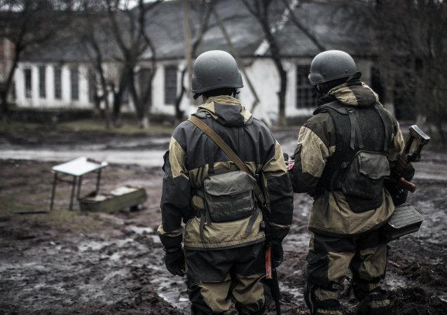 Insurgés de la république de Donetsk dans le village de Chirokino