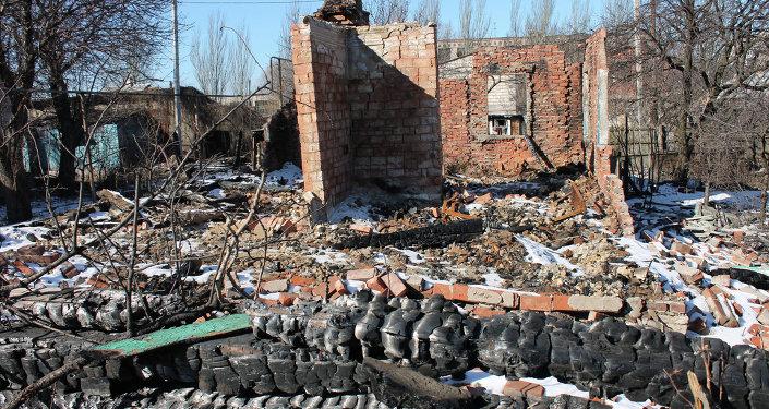 Gorlovka. Une maison détruite par un  bombardement ukrainien