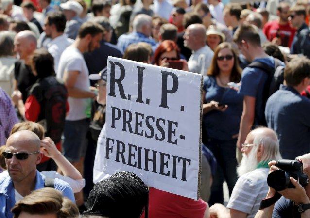 Manifestation dans les rues de Berlin pour protester contre l'atteinte à la liberté de la presse, 1er août2015