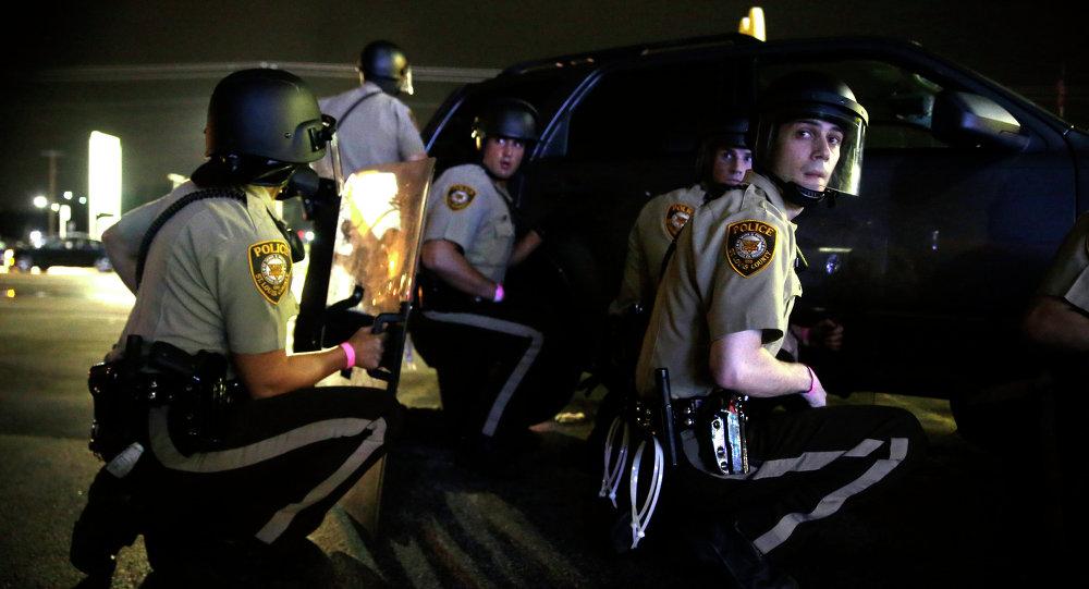 Police lors de la fusillade à Ferguson, le 9 août 2015