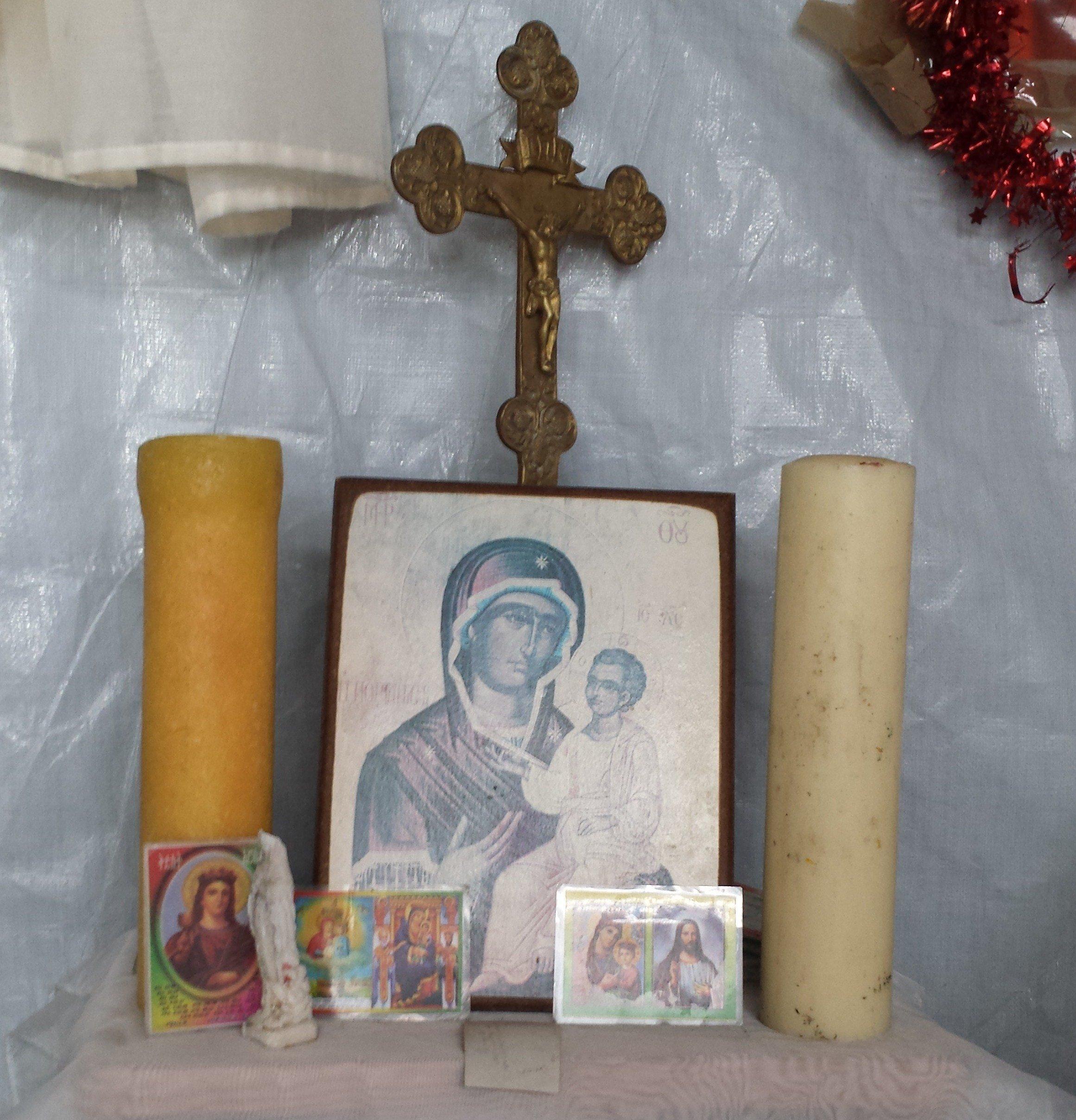 Icône orthodoxe dans un camp de réfugiés à Calais