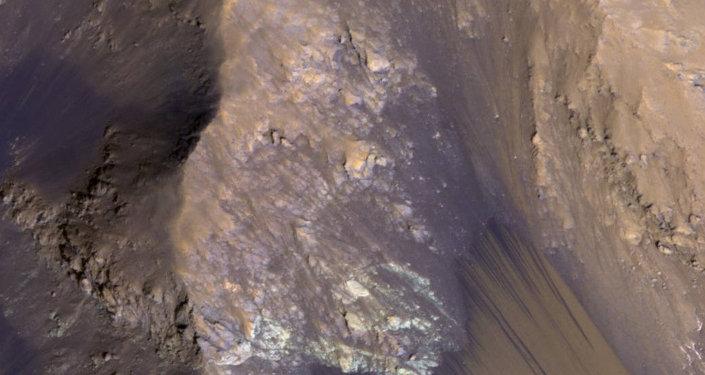 Un cours d'eau saisonnier sur Mars