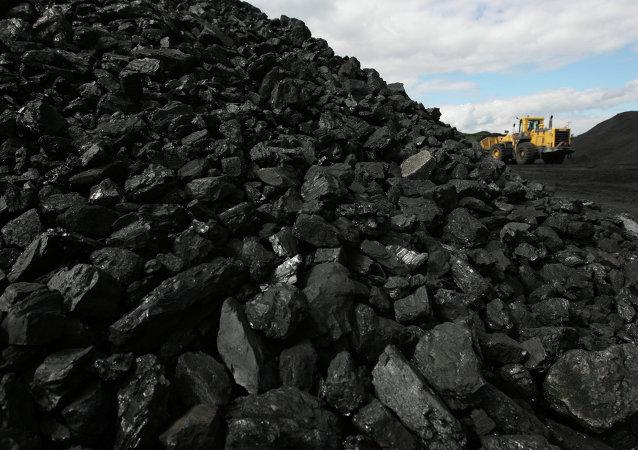 Kiev ordonne de confisquer le charbon du Donbass