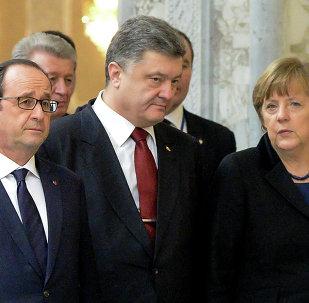 Le président français François Hollande, le président ukrainien Piotr Porochenko et la chancelière allemande Angela Merkel, Minsk, 11 février 2015