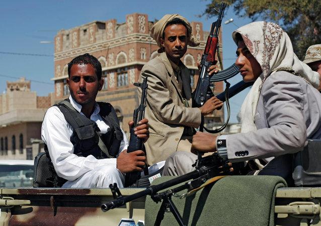Yémen: des terroristes proches d' Al-Qaïda prennent une ville dans le sud