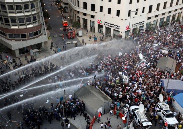 Liban: coup de théâtre au sommet en pleine crise des déchets