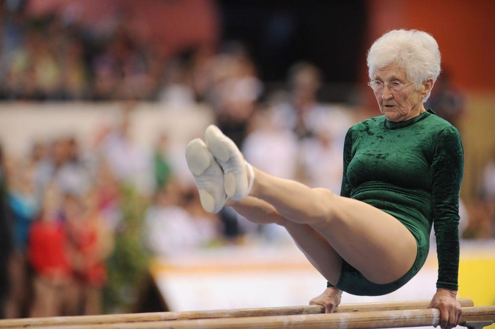 L'Allemande Johanna Quaas, agée de 86 ans, est devenue en 2011 la plus vieille gymnaste du monde