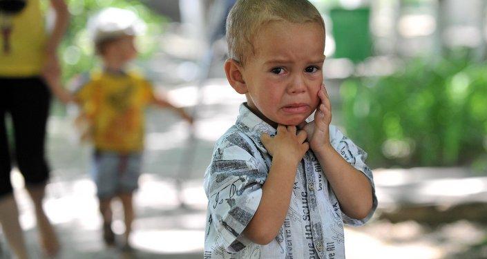 L'agresseur russe s'en prend aux enfants ukrainiens… à coups de bonbons