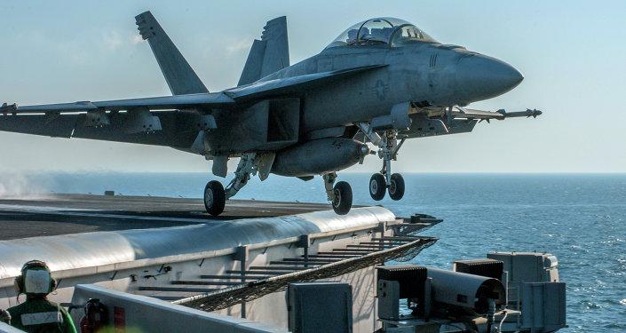 Un avion de la coalition menée par les Etats-Unis décolle pour une mission contre Daech