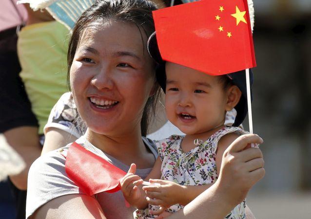 Une femme chinoise avec un enfant