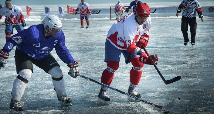 Premier match de hockey sur la glace du Baïkal