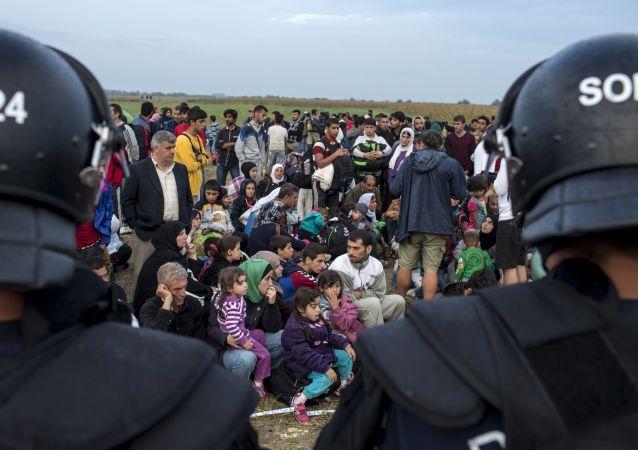 Des milliers de migrants aux frontières de l'UE