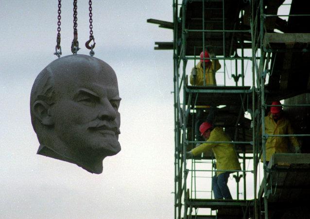 La tête géante de Lénine