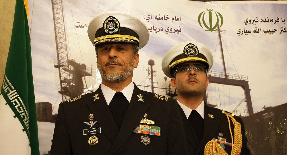 L'amiral Habibollah Sayyari (à gauche)