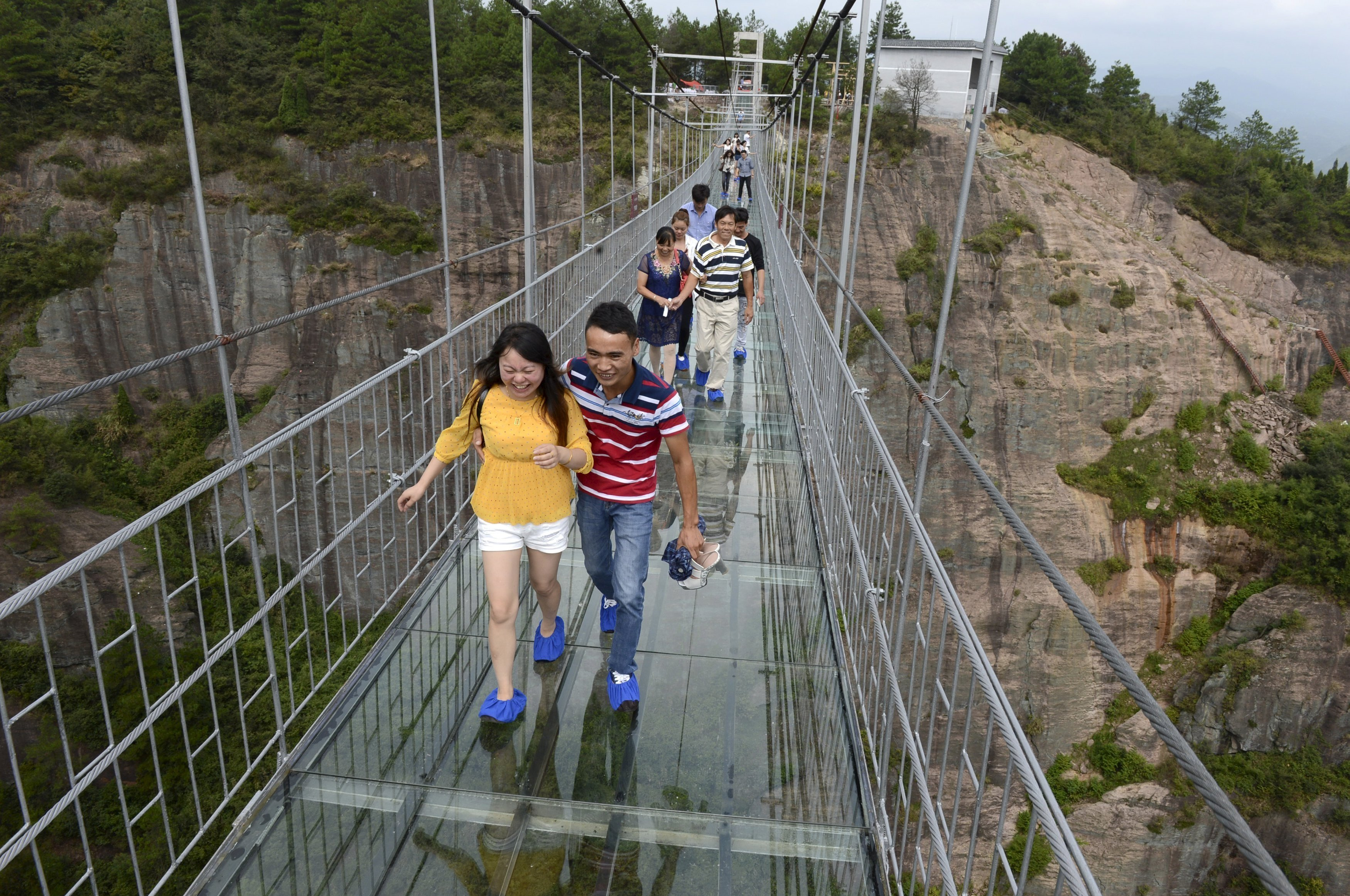 Pont de verre, long de 300m, Shiniuzhai Geopark, Chine