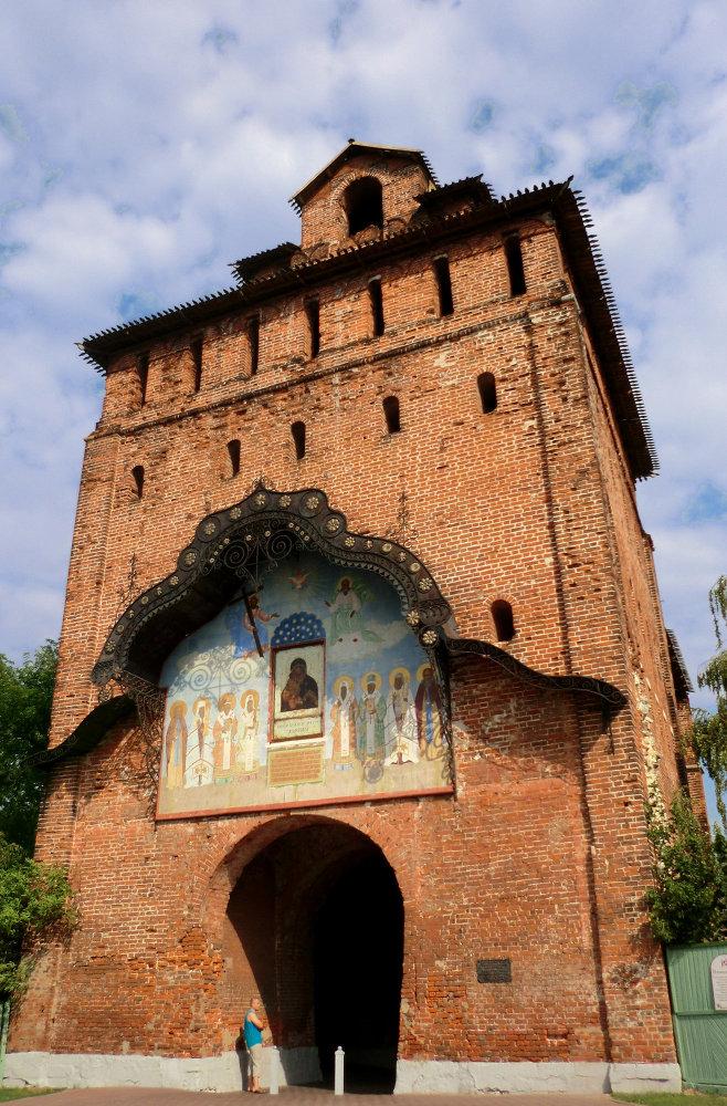 la porte du Saint-Sauveur du kremlin de Kolomna