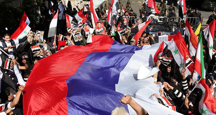 Les Syriens disent merci aux Russes. Archive photo