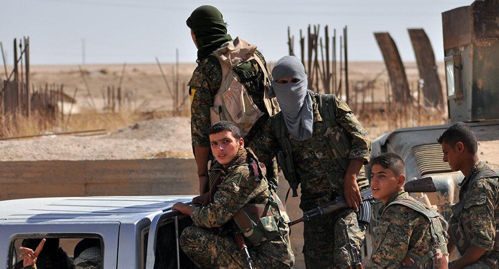 Combattants des Unités de protection du peuple (YPG)