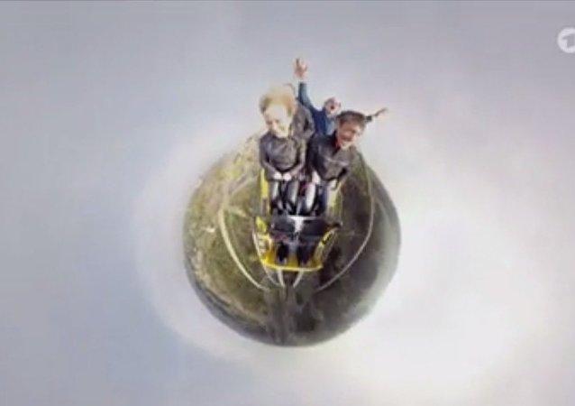 Les montagnes russes filmées par un objectif fisheye