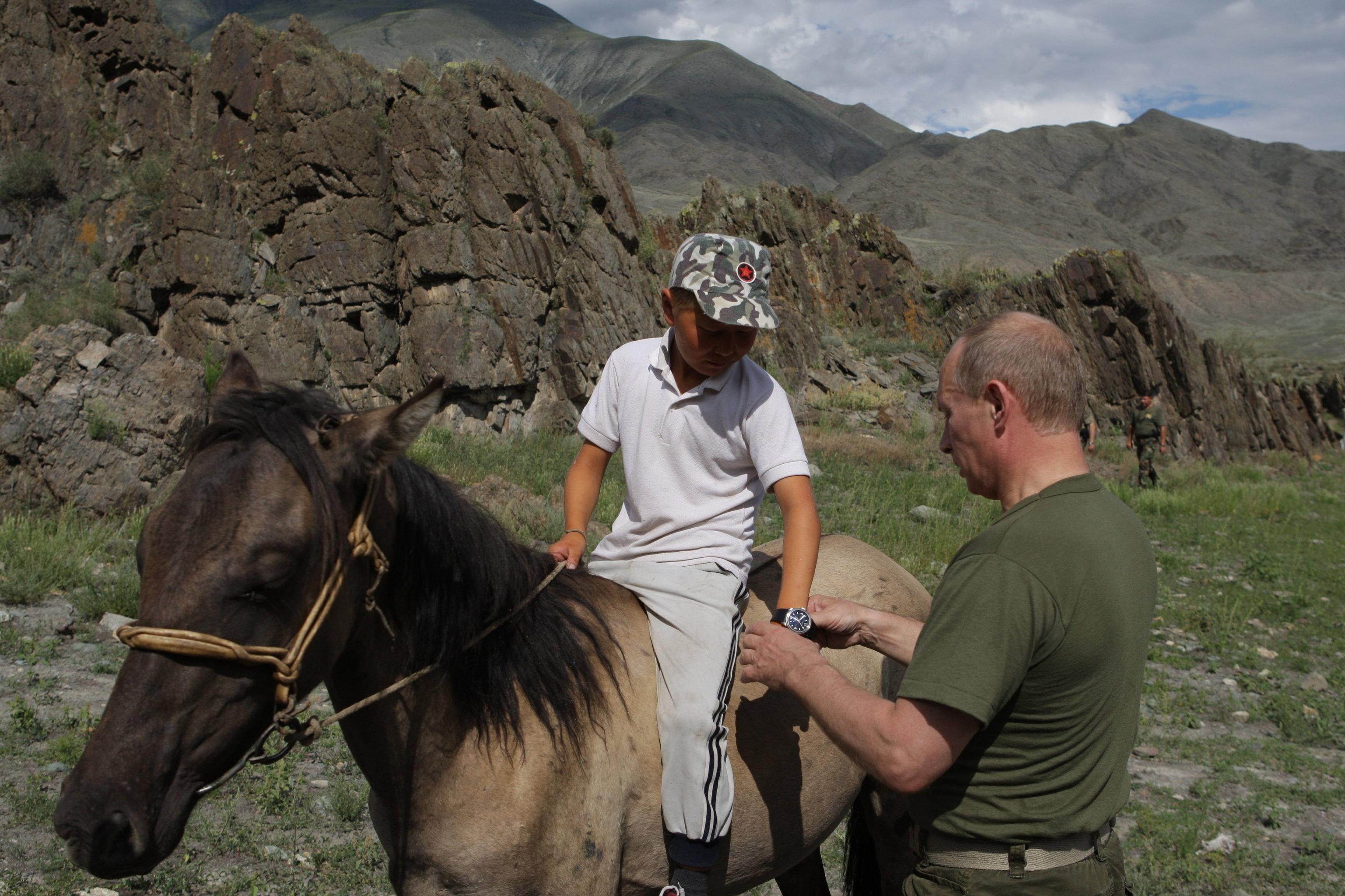 Vladimir Poutine a offert sa montre au fils d'un berger de Touva