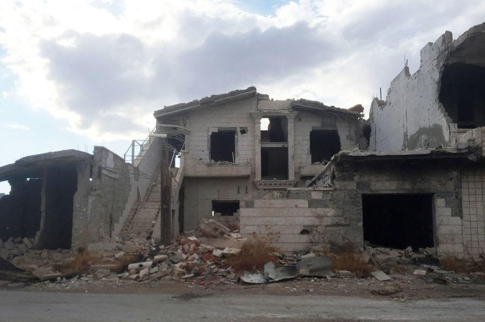 Damas pilonne les terroristes avec des lance-roquettes multiples