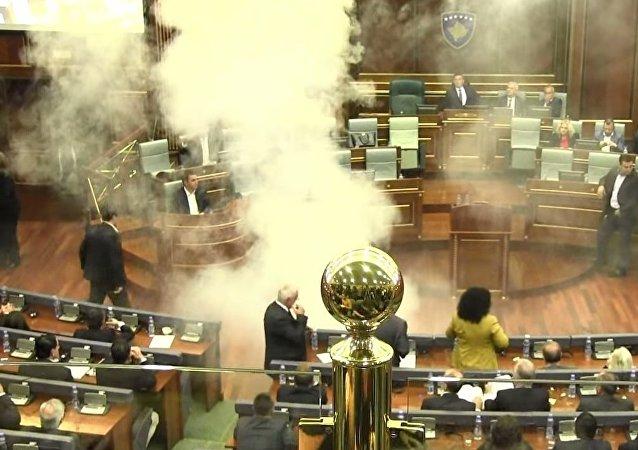 Séance explosive au parlement kosovar