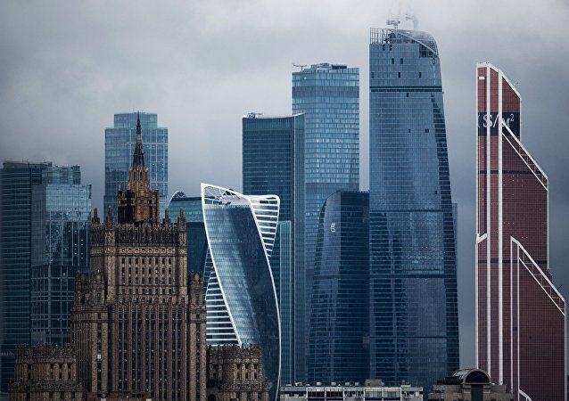 Siège du ministère russe des Affaires étrangères et les gratte-ciel de Moskva-City