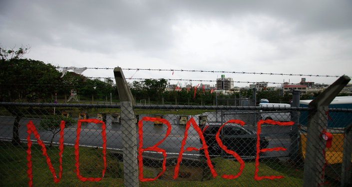 Un slogan contre la base US,Okinawa
