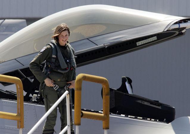 Jammie Jemieson, la première femme pilote du chasseur américain F-22A Raptor