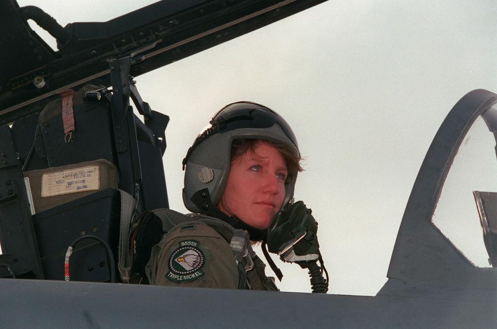 Jeannie Flinn, la première femme à piloter un chasseur F-15 E américain