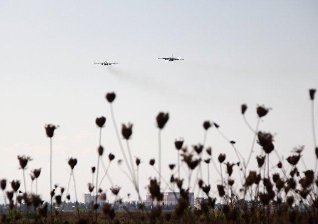 Avions russes à la base aérienne Hmeymim en Syrie