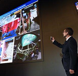 Un responsable du groupe Almaz-Antey, fabricant des missiles Buk, présente les résultats de l'enquête sur le crash du Boeing malaisien effectuée par cette société russe