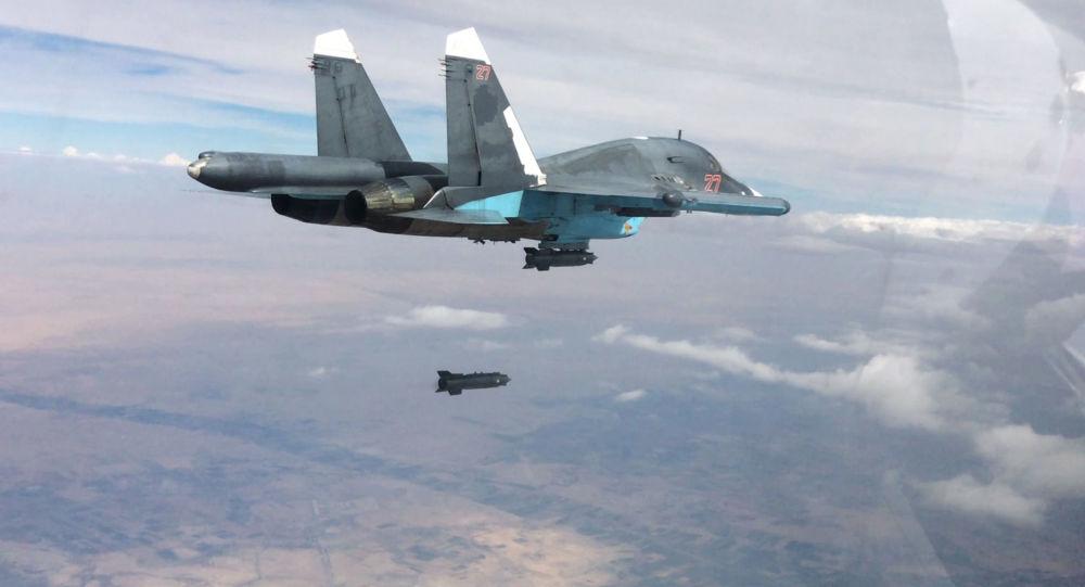 Un chasseur-bombardier Sukhoi Su-34 lors d'un raid sur Raqqa