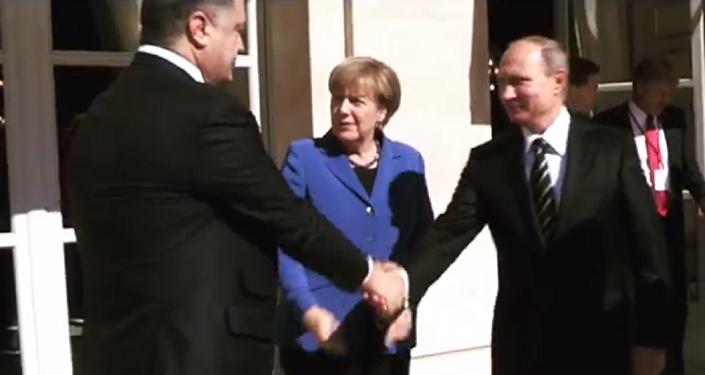 Poignée de main entre Poutine et Porochenko