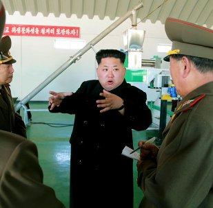 Le dirigeant nord-coréen Kim Jong-Un s'entretient avec les responsables militaires du pays. Mars 2015