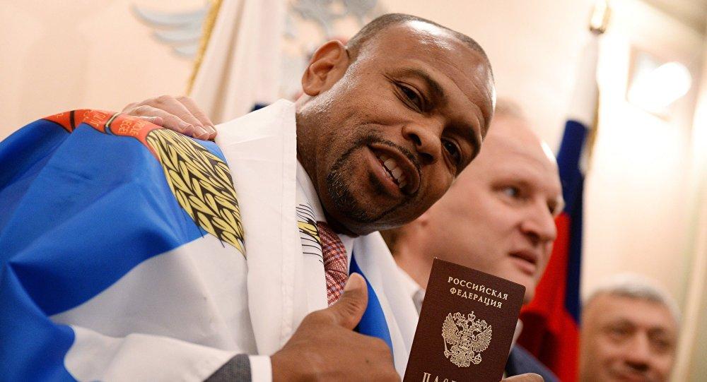 Le boxeur Roy Jones a reçu le passeport russe